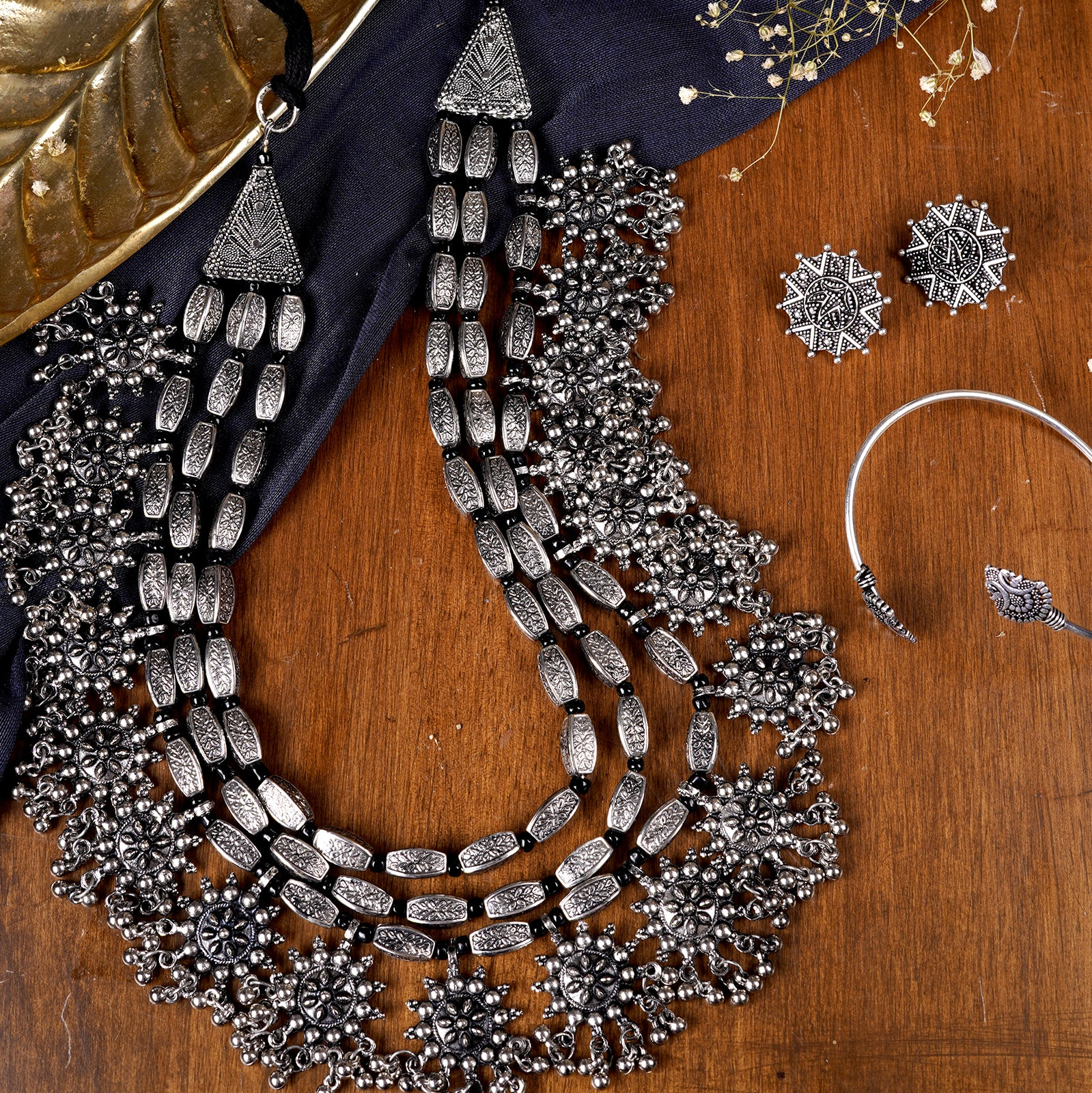Teejh Mysha Metallic Silver Oxidized Jewelry Gift Set