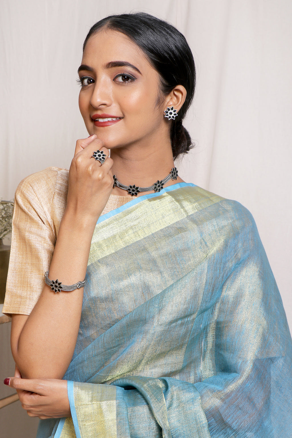 Teejh Bluebell Saree & Jewelry Gift Set