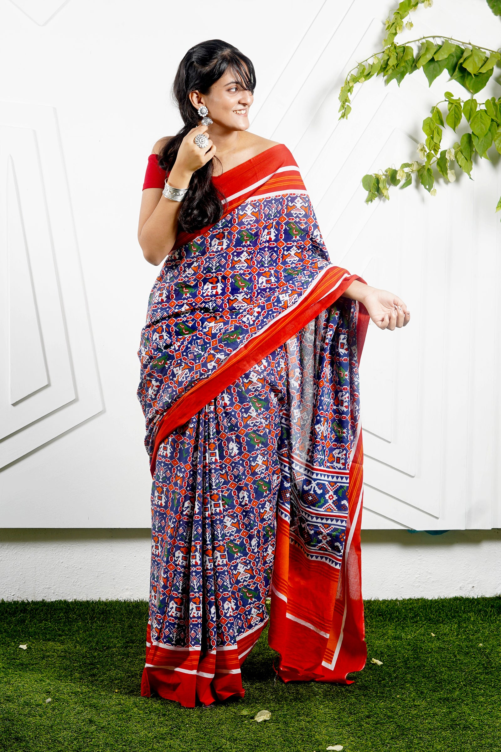 Teejh Rangeela Blue & Red Patola Print Mulmul Cotton Saree