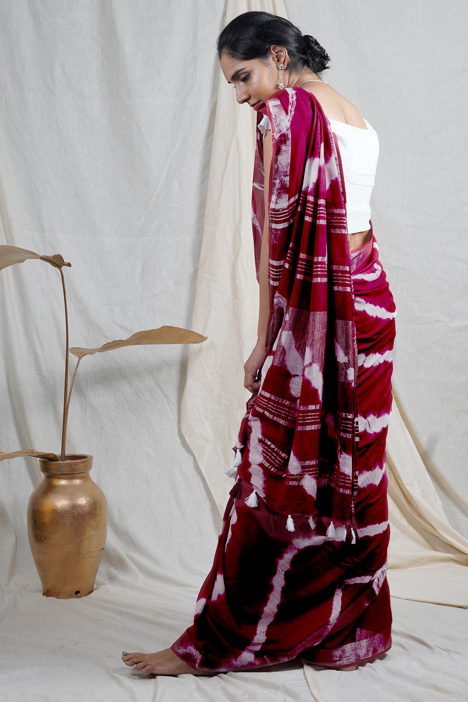 Teejh Guzaarish Red and White Shibori Tie Dye Linen Silk Saree