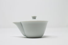 Load image into Gallery viewer, Porcelain Hohin 宝瓶