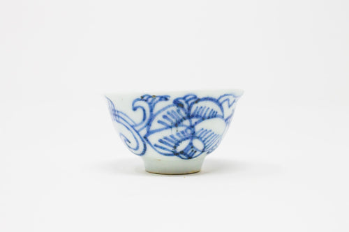 Late Qing - early RoC arabesque pattern cups