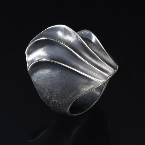 Ribs and nibs - Floral shell waves ring
