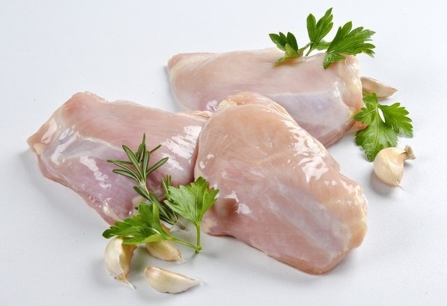 Pollo entero - aprox 1,500 gr