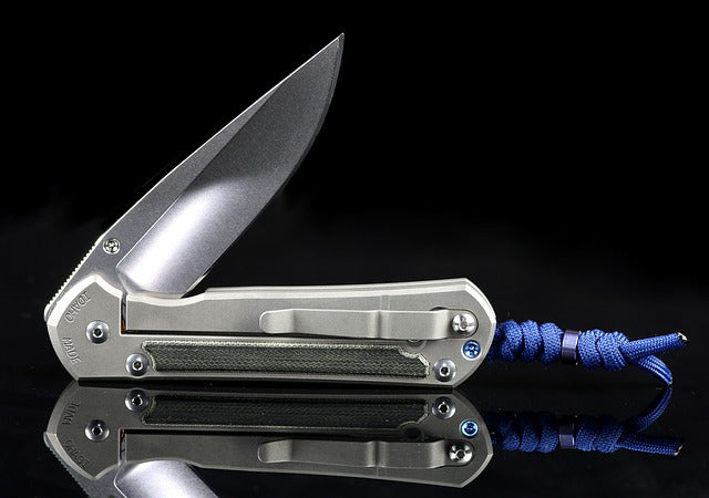 How to close a pocket knife ?