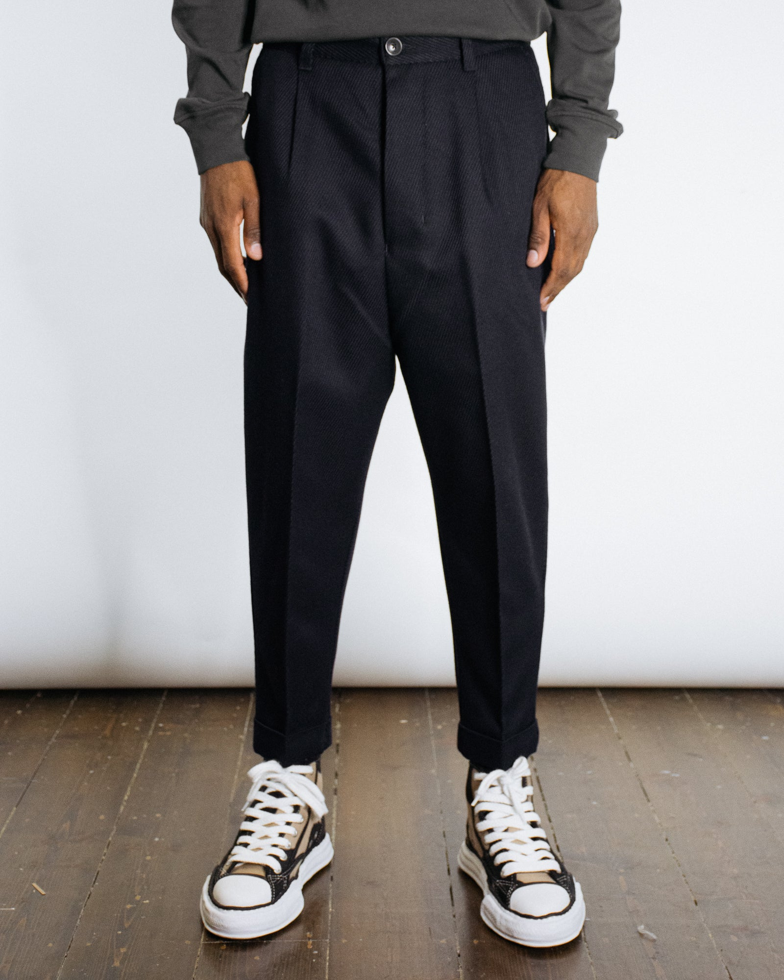 AMI OVERSIZED CARROT TROUSER
