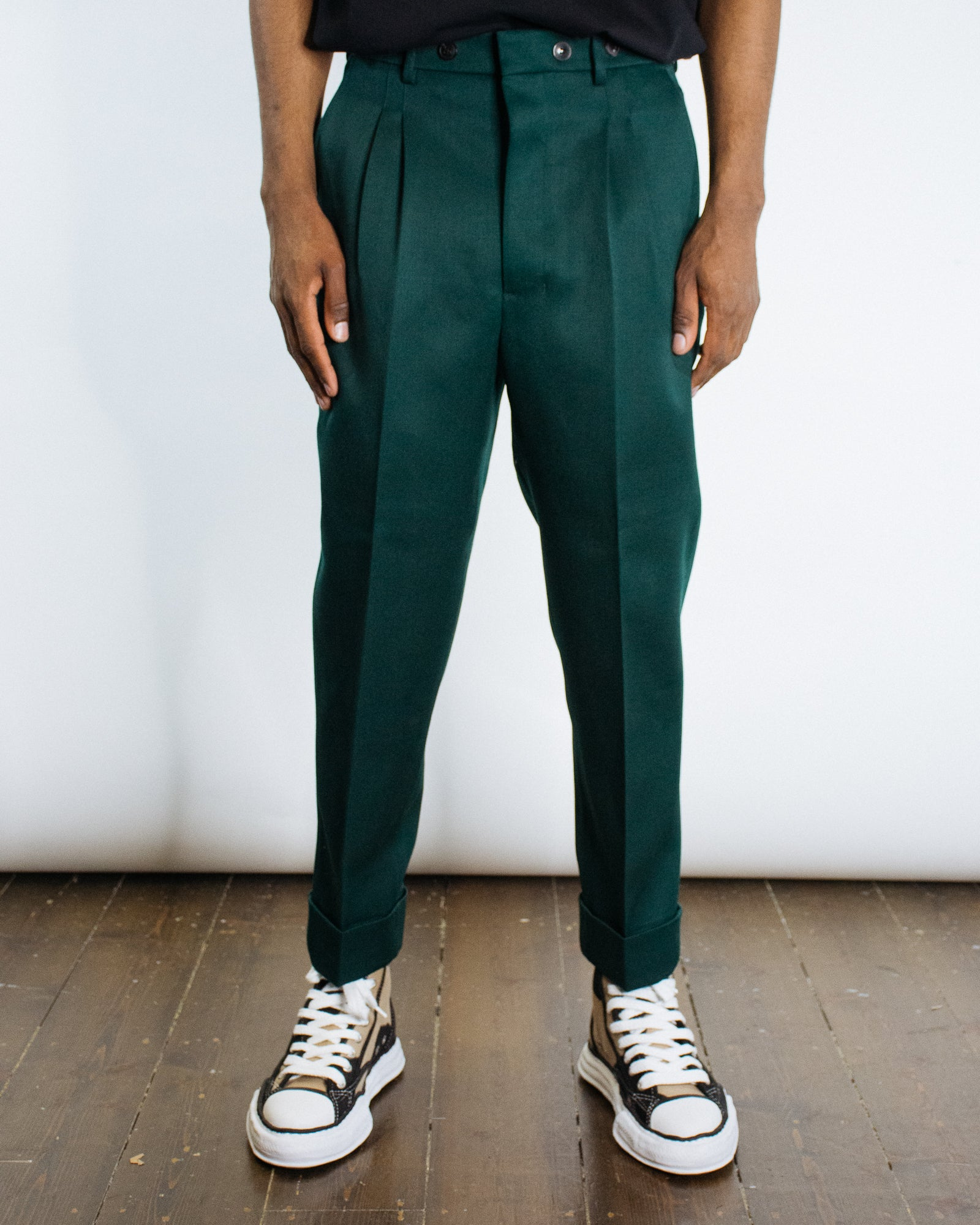 AMI DOUBLE PLEAT CARROT TROUSER