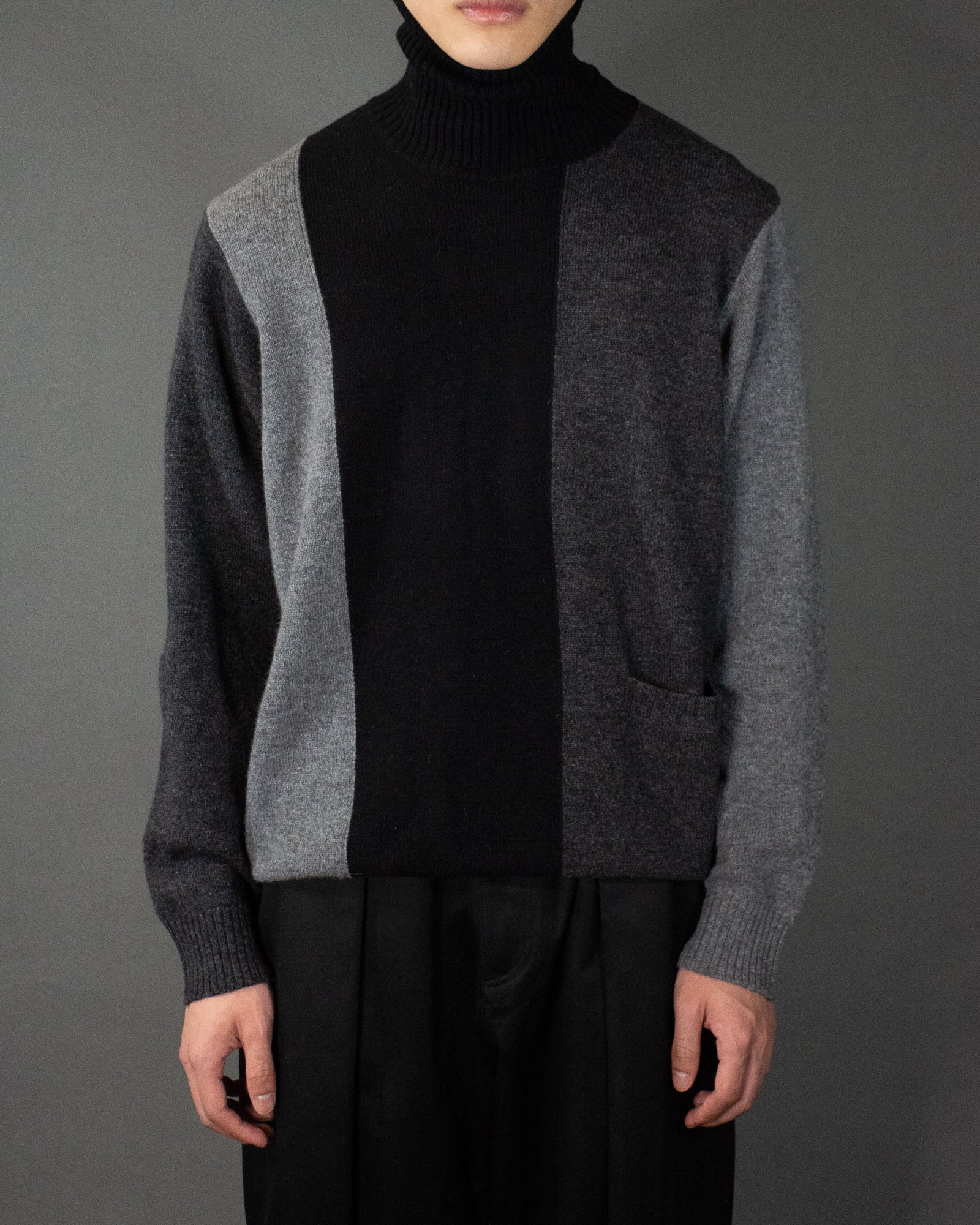 UNDERCOVER COLOUR BLOCK TURTLE NECK