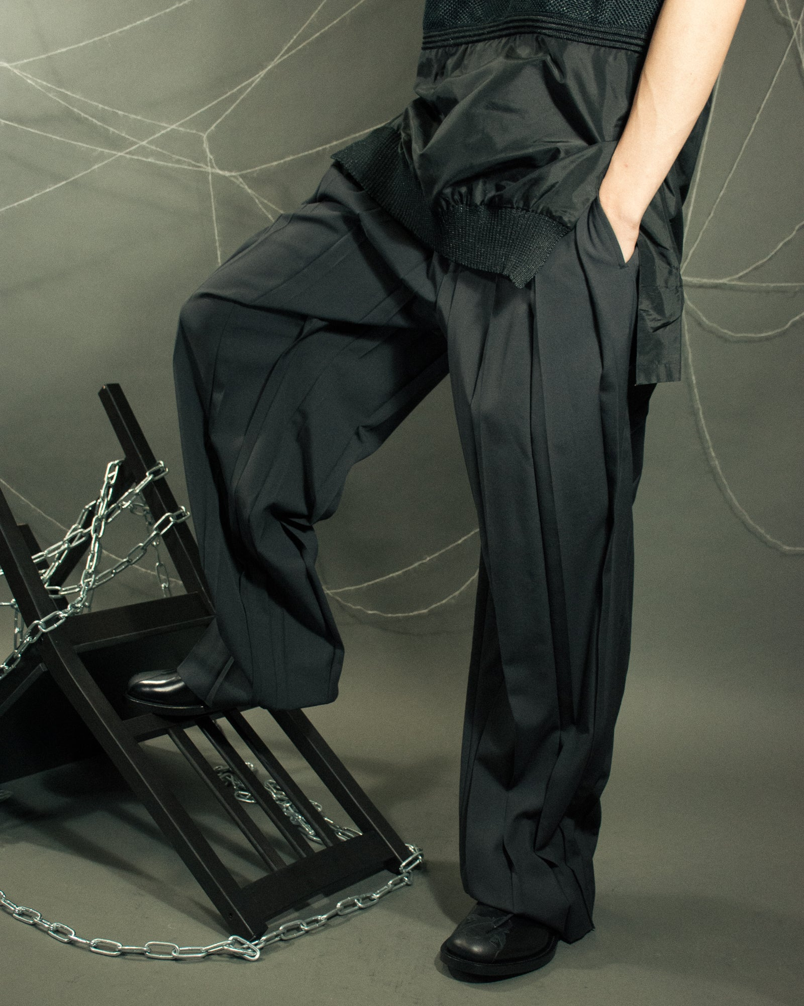 UNDERCOVER Box Pleat Trouser