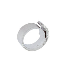 Load image into Gallery viewer, White Golden Ring set with 0.41 Carats of Diamonds
