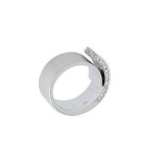 White Golden Ring set with 0.41 Carats of Diamonds