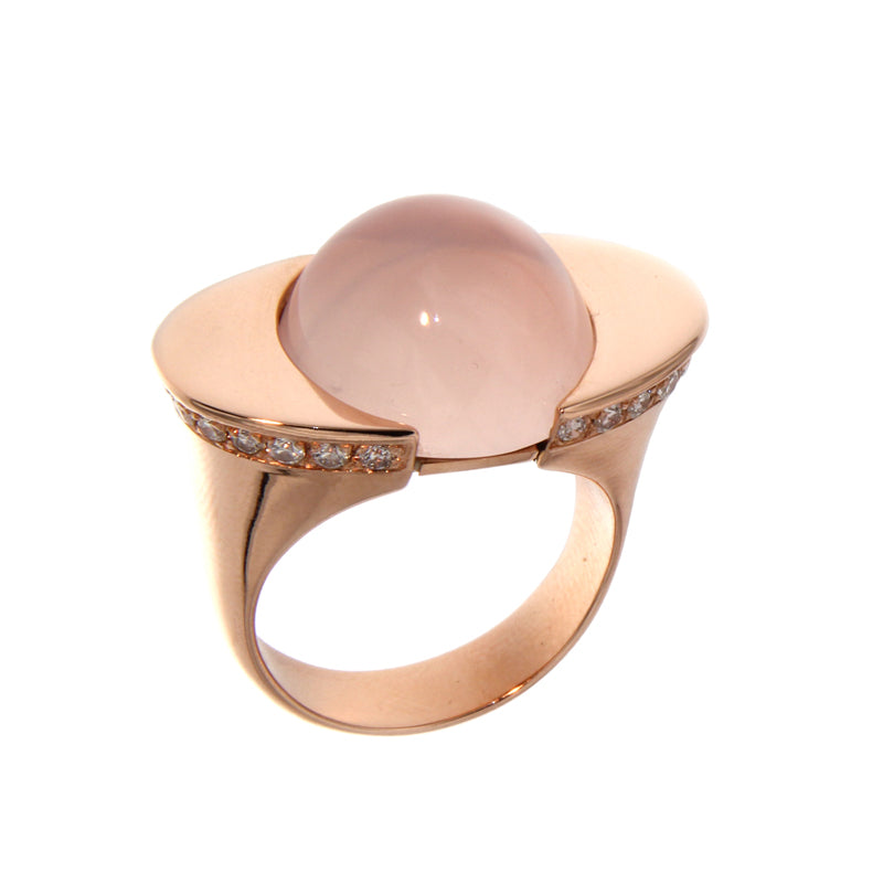 Pink Golden Ring set with Diamonds and Rose Quartz