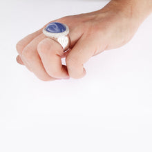 Load image into Gallery viewer, White Golden Ring set with 22.65 Carat Lavender Chalcedony and Diamonds