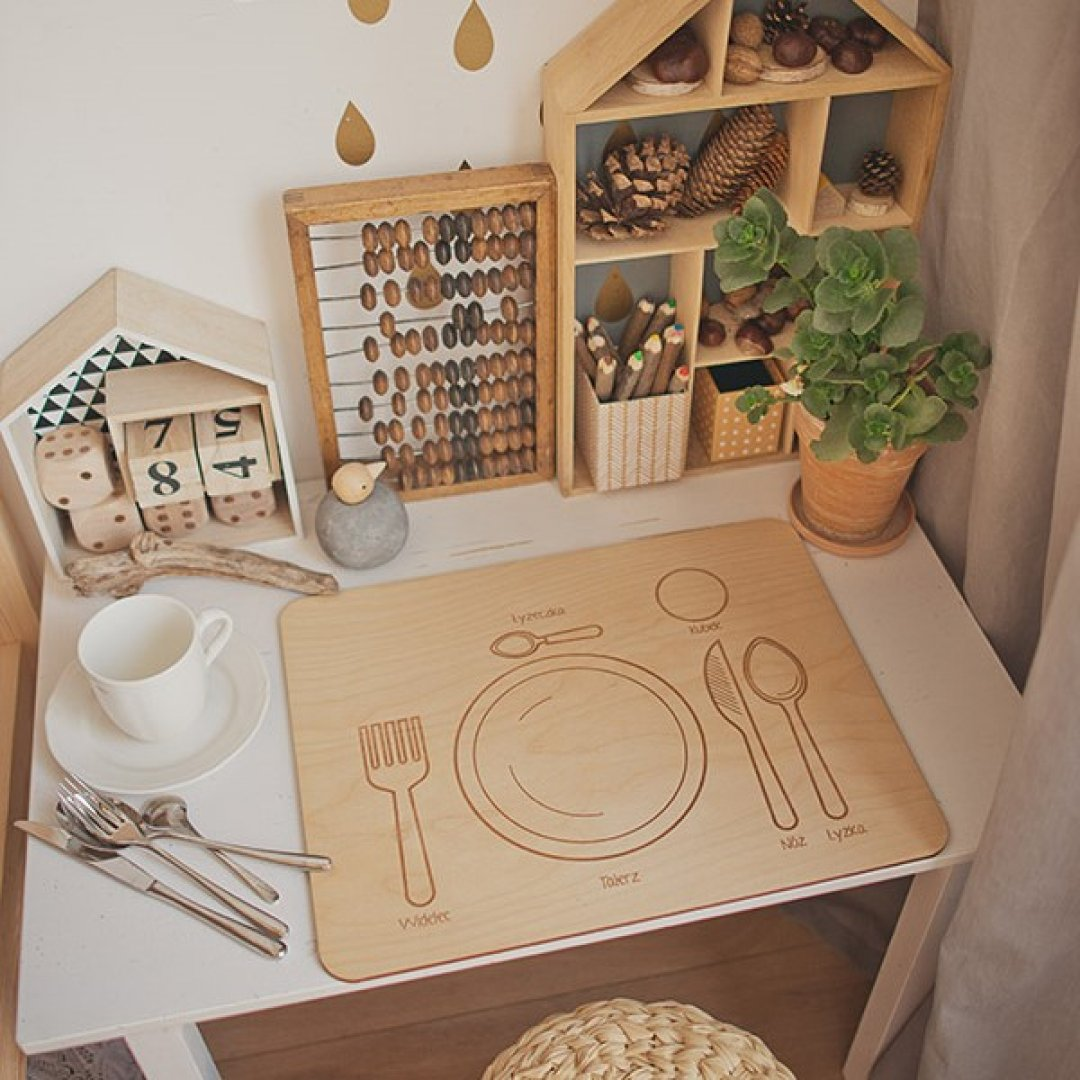 Wooden Table Setting Placemat