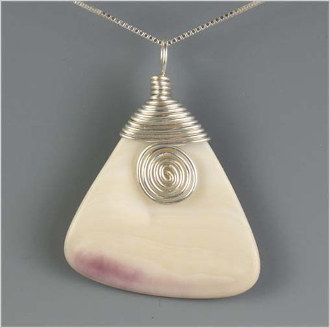 Wampum/Quahog Clam Shell Swirl Pendant Necklace