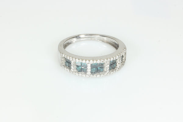 Unique Blue and White Diamond Ring