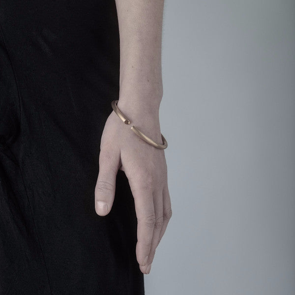 minimalist gold bangle, jewellery bracelet without fuss, classic timeless gold bangle made in Ireland, Names Dublin data-zoom=