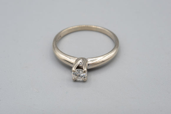 14K White Gold .20 Carat VSG Diamond Ring Size 6 1/4
