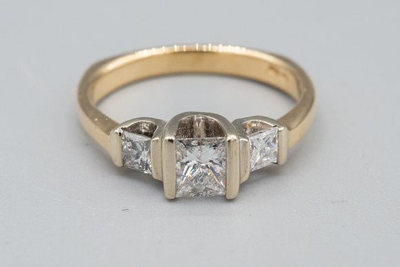 14K Yellow Gold .50cts Princess Cut Diamond Ring 5.5sz