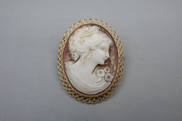Vintage 14K Yellow Gold Carved Shell Cameo Pendant Brooch