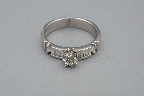 Vintage 14K .30ct Diamond Ring