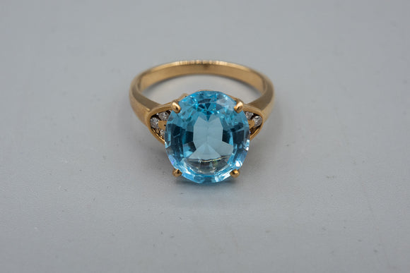 Vintage 14K Yellow Gold Blue Topaz Accented with Diamond Ring