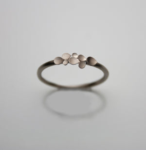 Dahlia Classic 18ct. white Gold Ring