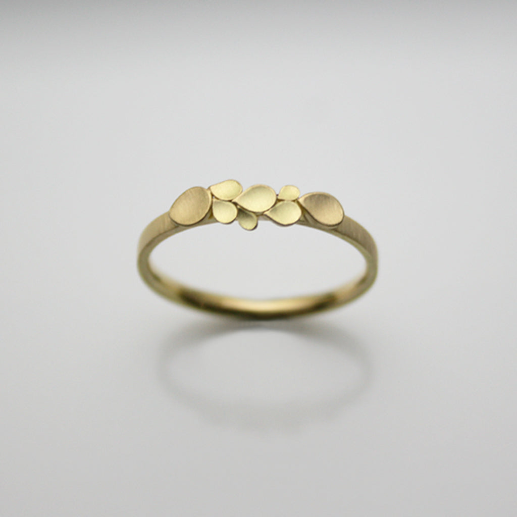 Dahlia 18ct. Gold 2mm D Ring