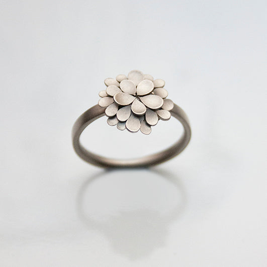 Dahlia 18ct. white Gold Ring