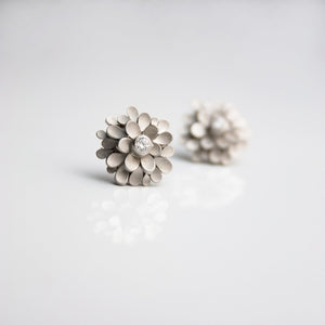Dahlia 18ct whitegold and Diamond Ear-studs