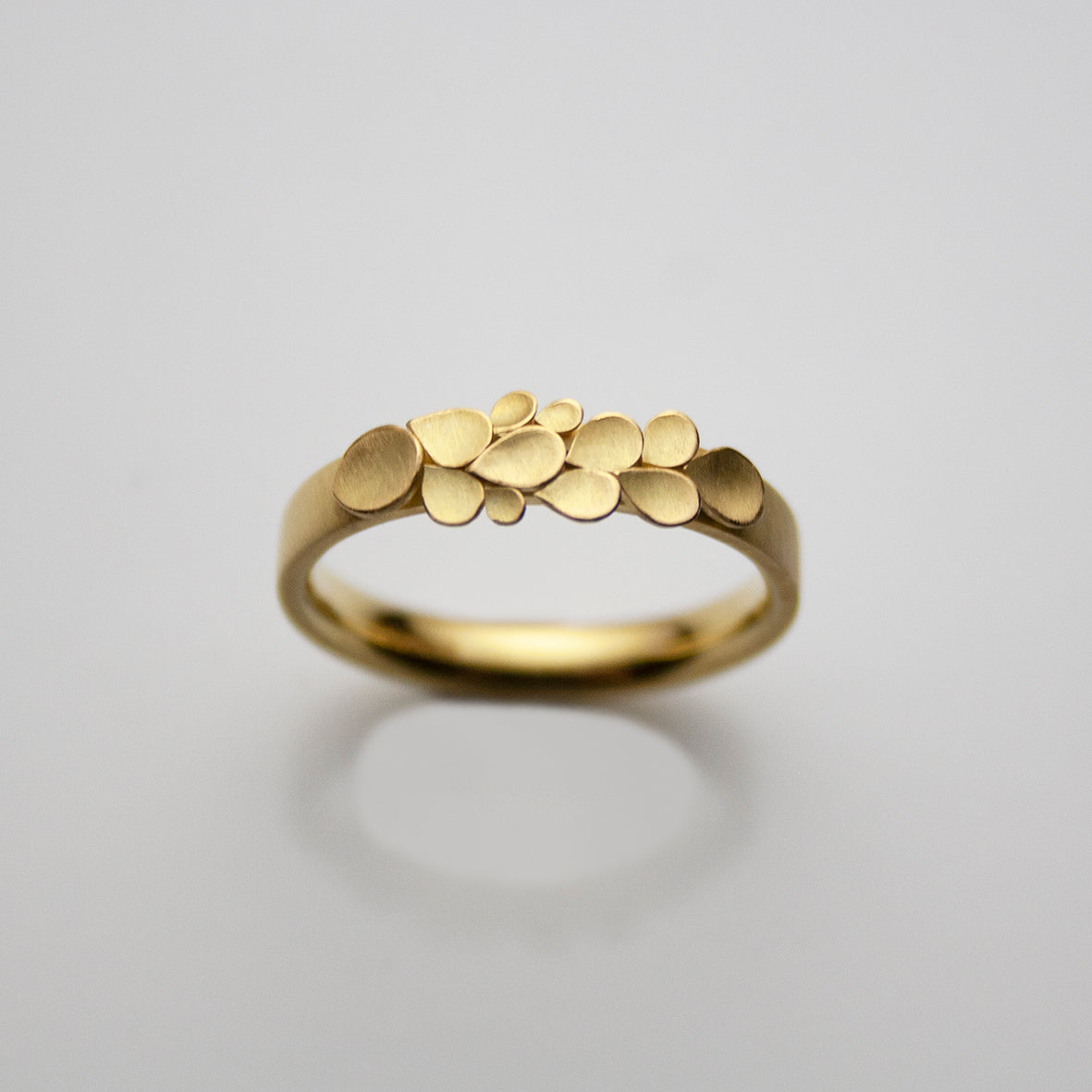 Dahlia 18ct. Gold 3.2mm D Ring