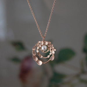 Floral Orbit 18ct. Rose Gold Necklace with Freshwater Pearl