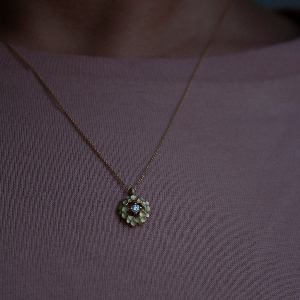 Floral Wreath small 18ct. Gold and diamond Necklace