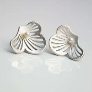 Flourish Silver Earstuds with pearls