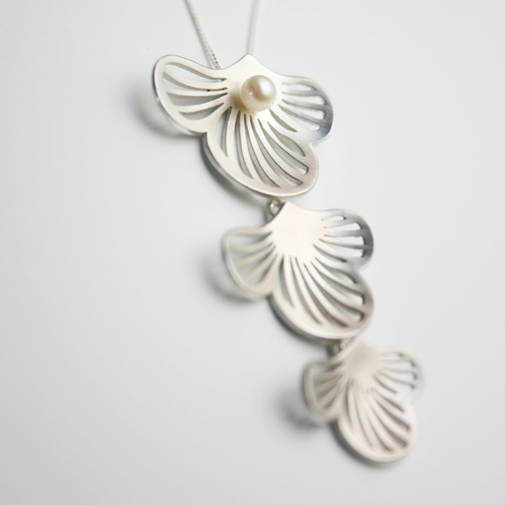 Flourish Silver linked Necklace with pearl