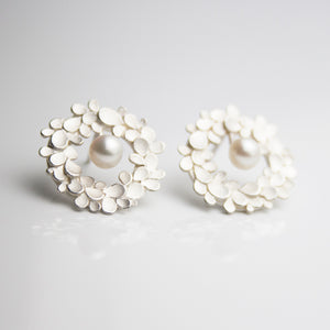 Floral wreath Silver & pearl Earrings