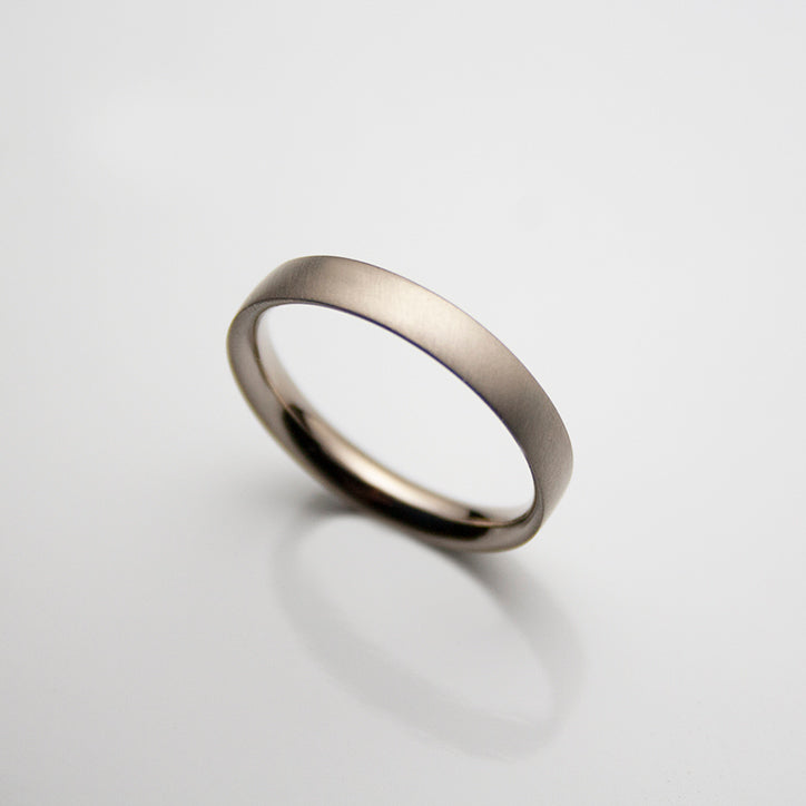 18ct. white Gold Wedding Band