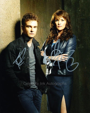 AMANDA TAPPING and ROBIN DUNNE as Helen Magnus and Will Zimmerman - Sanctuary