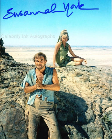SUSANNAH YORK as Grace Munkton - Sands Of The Kalahari