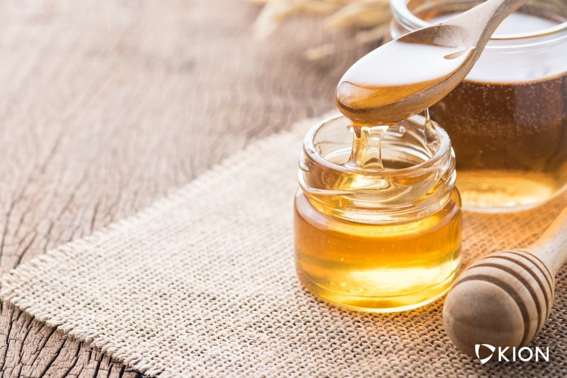 The Benefits of Honey (And What Sets It Apart From Other Sweeteners)