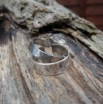 Hammered sterling silver toe ring.  4 cm