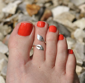 Sterling silver twisted leaf toe ring