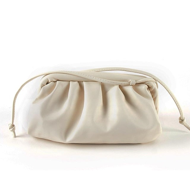 Bolso dumpling  con pliegues voluminosos
