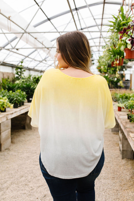 Middle Ground Ombre Top In Yellow