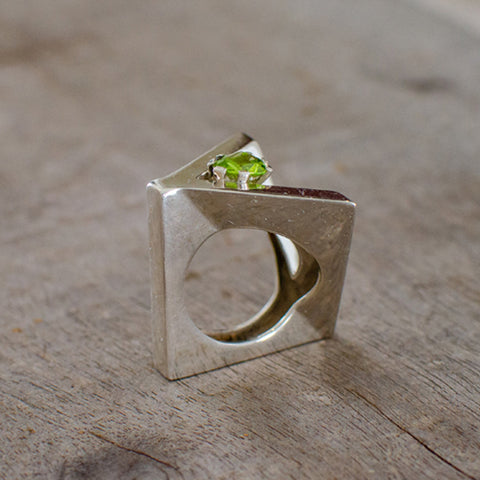 "Silver Ring ""Calatrava"" with Peridot"