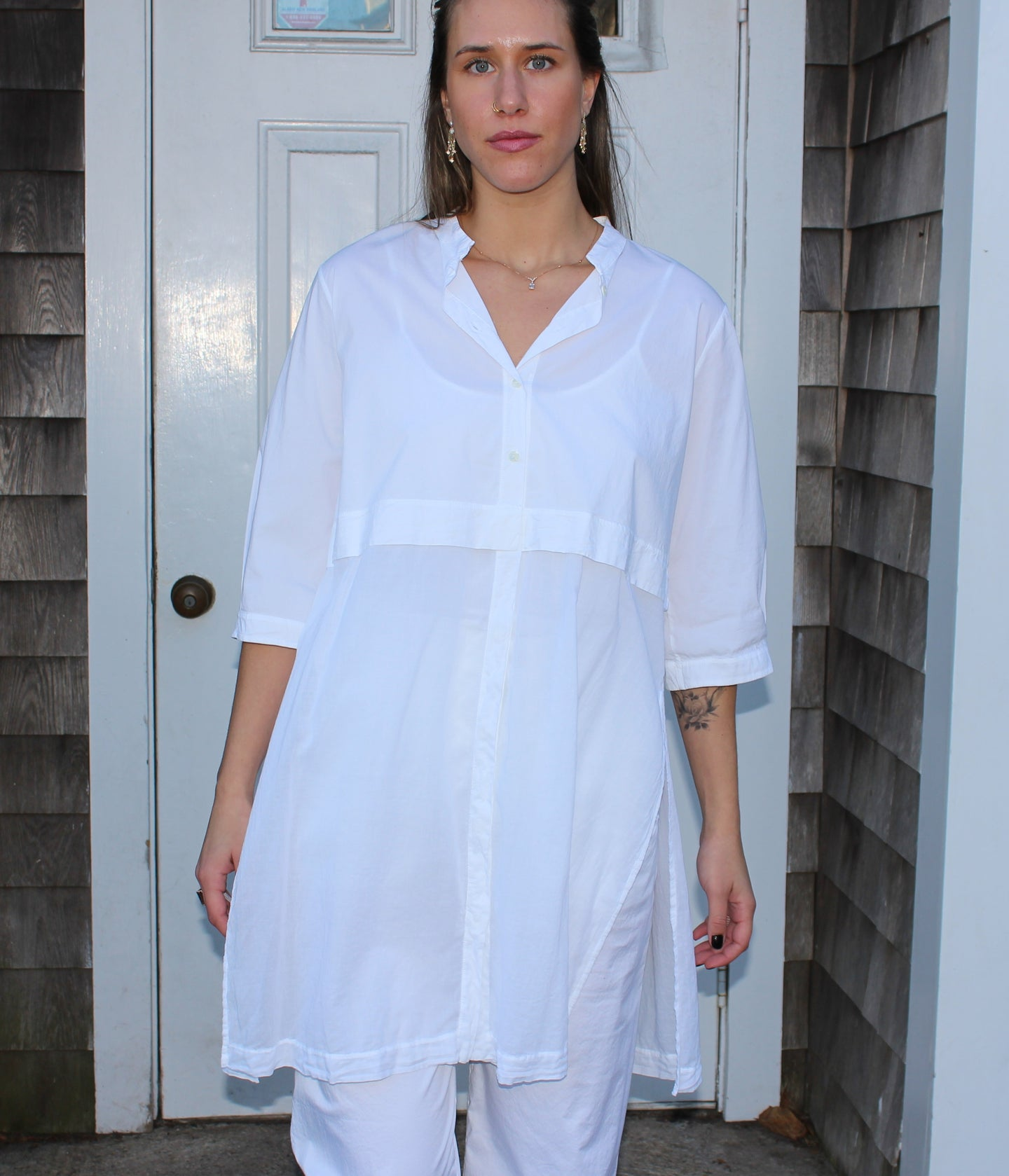 White oversized button-up top 84% Cotton  14% Nylon  2% Elastane  Made in Italy
