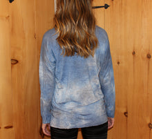 Load image into Gallery viewer, Boat neck long sleeve linen t-shirt Knit: 100% linen  Attribute: denim   Made in Italy