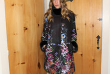 Load image into Gallery viewer, Tessuto Fiori coat with mink trim  Attribute: Nero  Made in Italy
