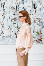 Load image into Gallery viewer, Silk shirt in the color salmon.