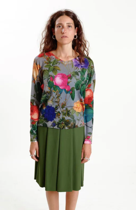 Color: Floral print  Composition: 100% Merino wool  Description: V neck sweater, loose fit  Care: Hand wash